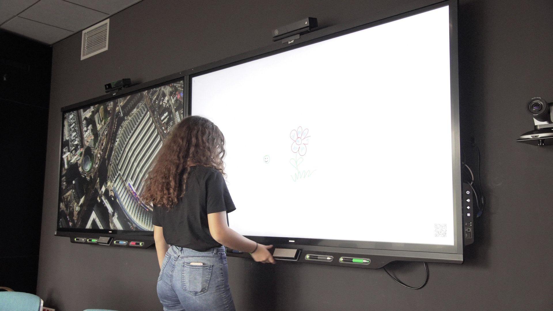 Monitor dotykowy w Skanska Spark