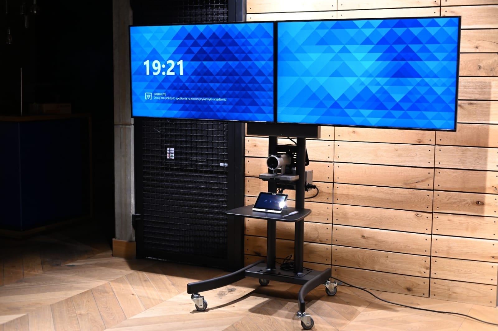 Wózek konferencyjny na dwa monitory i kamerę