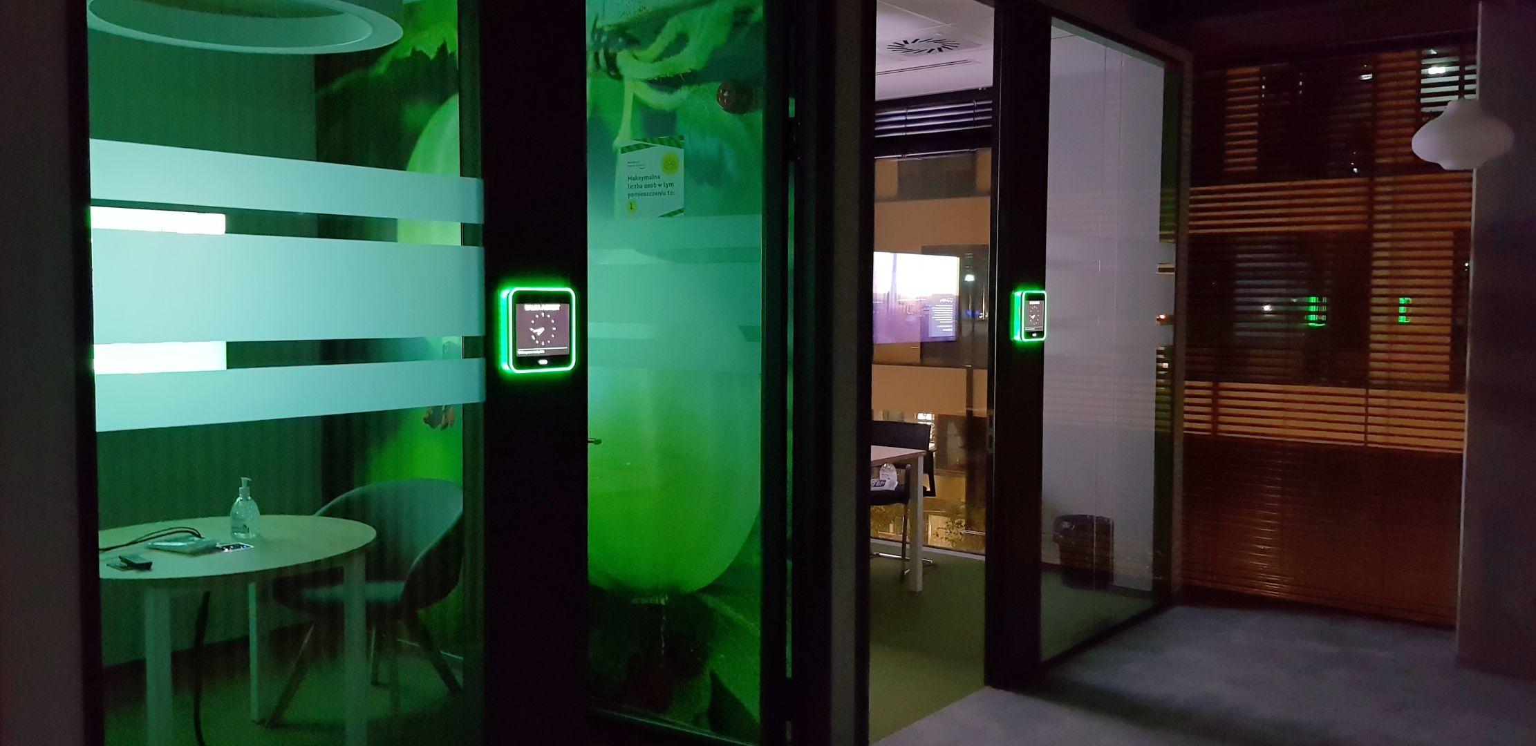 System rezerwacji sal konferencyjnych Evoko Liso w siedzibie Żabki