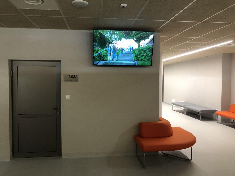 Monitor informacyjny w szkole